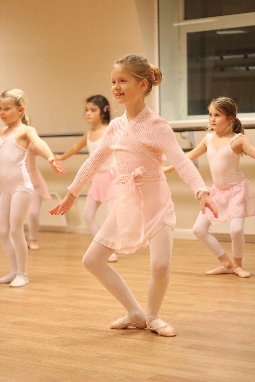 Jente Som Danser Ballett